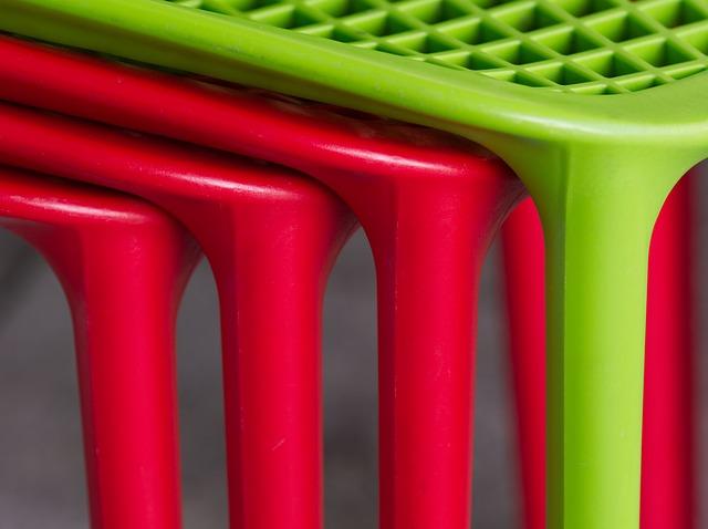 kunststof tafels,, stoelen en schuttingen
